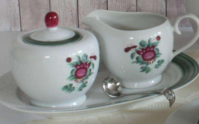 Milchkännchen und Zuckerdose mit Ostfriesische Rose - Foto von Friesland Porzellanfabrik
